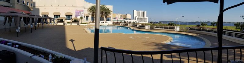 Harrahs-Biloxi---bar-area-viewing-entire-pool