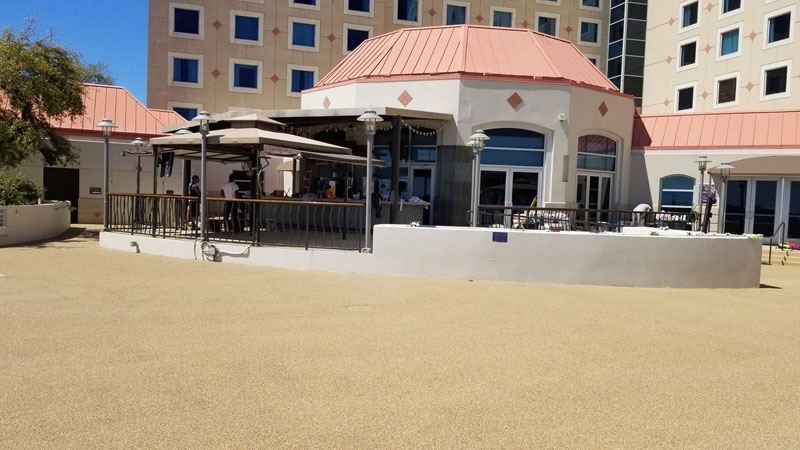 Harrahs-Biloxi---pool-side-facing-bar